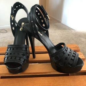 Basically New Size 8 Black Guess heels